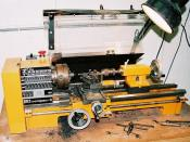 Conventional lathe. Author : Greudin, 2003. Licence :