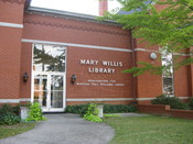 English: Main entrance to the annex of Mary Willis Library in Washington, Georgia, USA, headquarters for the Bartram Trail Regional Library. Español: Entrada principal al anexo de la Biblioteca Mary Willis en Washington, Georgia, EE.UU., sede de la Biblio
