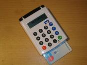 Deutsch: sm@rtTAN-Gerät zum Online-Banking mit eingeschobener EC-Karte