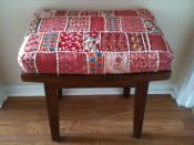 English: Decorative Indian-style quilt textile upholstery on wooden stool