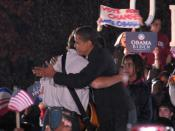 English: Bruce Springsteen and Barack Obama hug at rally in Cleveland, Ohio.