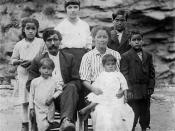 English: Arch Goins and family, Melungeons from Graysville. Archival family photograph from the 1920s, provided to http://www.geocities.com/melungeonorigin/maomg2.html by Barbara Goins.
