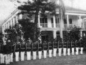 English: Royal Guards in front of the house of Queen Lili'uokalani (known as Washington Place, built n 1846 by John Dominis, her father-in-law), circa 1890. She was otherthrown in 1893, and the house later used as the governor's mansion.