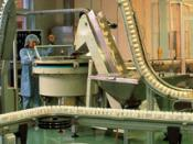 Vertical chain conveyor in the pharmaceutical industry