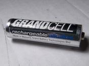 English: Rechergrable alkaline Manganese (RAM) battery. Česky: Nabíjecí alkalická baterie RAM