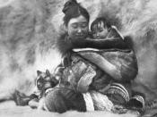 English: Print, Nyla (Nanook's wife in the film) & child, Cape Dufferin, QC, 1920-21, Robert J. Flaherty, Ink on paper - Copper-plate process - 27 x 35 cm Français : Impression, Nyla (femme de Nanook dans le film) et son enfant, cap Dufferin, QC, 1920-192