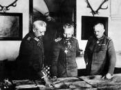 English: German General Headquarters, General Paul von Hindenburg, Kaiser Wilhelm II, General Erich Ludendorff. ID: HD-SN-99-02150 Español: El mariscal de campo alemán Hindenburg, a la izquierda del emperador Guillermo II. A la derecha, el general Ludendo