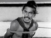 English: Japanese actor Toshirō Mifune as bandit Tajōmaru in Rashomon 1950 film 日本語: 三船 敏郎 Česky: Toširó Mifune