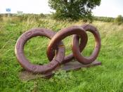 English: Millennium Sculpture - CYCO Connecting Youth Culture. David Gross and the young people and pupils of Kirkbymoorside and Helmsley primary schools created this sculpture to mark the beginning of the new millennium. The piece is a large carved chain