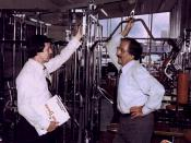 English: Warren Chaney (left) and Joe Weider discuss plans for the first Ms. Olympia Women's Bodybuilding Contest of 1980.