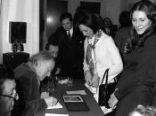 Français : Paul Delvaux en séance de dédicaces, Bruxelles.