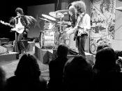 English: The Jimi Hendrix Experience performs for Dutch television show Hoepla in 1967. Nederlands: The Jimi Hendrix Experience treedt op in het Nederlandse televisieprogramma Hoepla in 1967.
