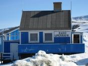 Radio Upernavik. The local radio station in , . The broadcasts can be received from most of the settlements in the enourmous Upernavik district. Français : Radio Upernavik, la station radio locale d'Upernavik (Groenland). Les programmes peuvent être enten