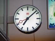 English: A typical Deutsche Bahn railway station clock
