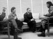 Ernesto Che Guevara reunido con Simone de Beauvoir y Jean Paul Sartre, en Cuba. 1960. Antonio Núñez Jiménez is at left.