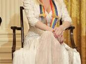 English: singer Dolly Parton during a reception for the Kennedy Center honorees in the East Room Sunday, Dec. 3, 2006.