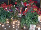 English: Flowers at Lubyanka metro station in Moscow in honour of the dead in terrorist act. Evening of the day when explosion took place. Русский: Цветы на станции московского метрополитена