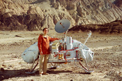 Carl Sagan with a model of the Viking lander