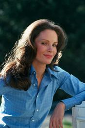 English: Actress Jaclyn Smith posing for a photoshoot in 1977 to advertise TV-series Charlie's Angels Español: La actriz Jaclyn Smith posando para una sesión de fotos en 1977 para promocionar la serie de televisón Los Ángeles de Charlie