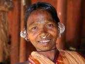 English: An ethnic Adivasi woman from the Kutia Khond tribal group in Orissa, India. Deutsch: Adivasi-Frau vom Stamm der Kutia Kondh im Bundesstaat Orissa, Indien Français : Une femme Adivasi de la tribus des Khond dans l'État d'Orissa en Inde. Italiano: