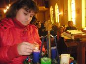 English: Child lightes candles on Advent-wreath
