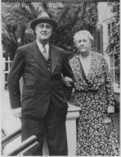 Franklin D. Roosevelt and Sara Delano Roosevelt in Hyde Park, New York - NARA - 196848