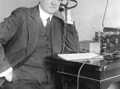 Herbert Clark Hoover listening to a radio Deutsch: Hoover hört Radio