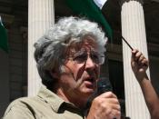 English: Michael Leunig speaks at a demonstration in Melbourne against Israel's military action in Gaza