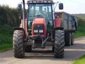 English: Massey Ferguson 8290 Tractor towing a grain trailer