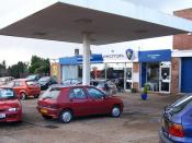 English: Car Sales-Fareham Car sales premises situated in Maylings Farm Road, adjacent to the Jolly Miller.