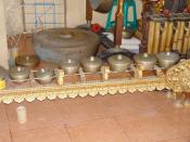 Balinese reong, a one-row rectangular gong chime set.