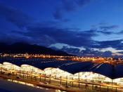English: Hong Kong International Airport building at night