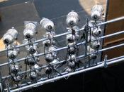 English: Stage lights at Mie University Festival 2004 Polski: 25 reflektorów PAR umieszczonych na kratownicy, Mie University Festival 2004