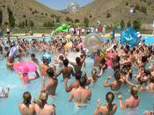 English: Campers play in the pool at a Young Life camp in central Oregon.