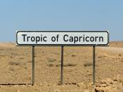 English: Tropic of Capricorn sign close to the ... well, Tropic of Capricorn in Namibia. Français : Un panneau indiquant