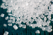 English: Macro photograph of a pile of sugar (saccharose)