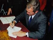 English: Bush in Concord, New Hampshire signing to be a candidate for president