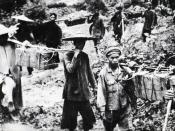 English: Ho Chi Minh trail from the very begining was using Vietnamese and Laotian people. Captured Vietcong's photo