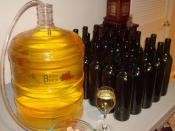 English: Home winemaking Trimmed version of the source file on Flickr