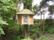 English: The Ultimate tree-house, with suspension bridge access Every child should have one (And why can't every grown-up, too?)