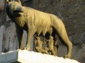Lupa capitolina al Campidoglio. Ne esiste una copia presso la ex Porta Ovile, a Siena.