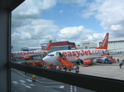English: Easyjet plane at Luton airport.