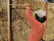 English: Building a straw-bale house Français : Construction d'une maison en paille