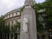 English: Edith Cavell monument, St Martin's Place WC2 At the junction with William IV Street WC2. Edith Louisa Cavell (1865-1915) Nurse