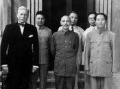 Mao Zedong and Chiang Kai-shek with United States ambassador Patrick J. Hurley, 1945. Second from left : Chiang Ching-kuo