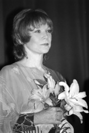 Français : L'actrice américaine Shirley MacLaine au Festival du cinéma américain de Deauville (Normandie, France) en septembre 1987.