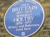 English: Blue plaque for Vera Brittain and Winifred Holtby, at 52 Doughty Street, Holborn, London,