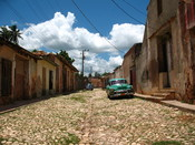 English: A street in Trinidad, Cuba. Trinidad has been one of UNESCOs World Heritage sites since 1988. Español: Calle de Trinidad (Cuba), ciudad declarada Patrimonio de la Humanidad por la UNESCO. Français : Une rue à Trinidad (Cuba), ville inscrite au pa
