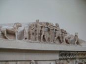 English: The east pediment of the Siphnian treasury. The dispute between Herakles and Apollo for the oracular tripod. 525 B.C.