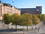 English: John F Kennedy Square in Aalborg, Denmark. Named after the 35th President of the United States, John Fitzgerald Kennedy. Dansk: John F Kennedys Plads i Aalborg. Opkaldt efter den tidligere amerikanske præsident, John Fitzgerald Kennedy.